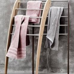 סולם מגבות לאמבטיה גוון עץ